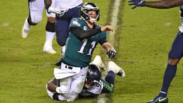 Eagles QB Carson Wentz is tackled
