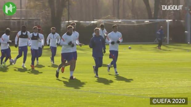 Chelsea in training before facing Sevilla