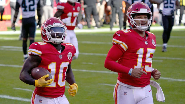 Chiefs WR Tyreek Hill and QB Patrick Mahomes run off the field