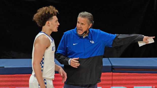 Kentucky coach John Calipari talks to Devin Askew during a loss to Kansas
