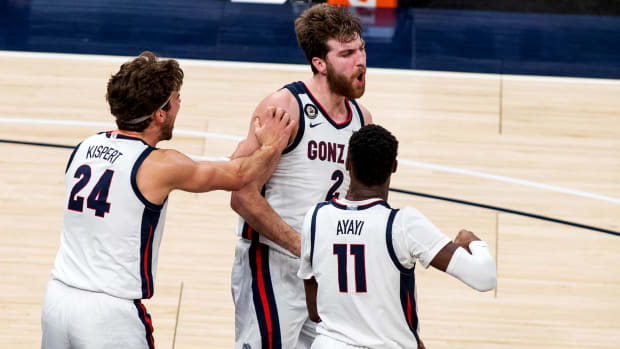 Dec 2, 2020; Indianapolis, IN, USA; Gonzaga Bulldogs forward Drew Timme (2) celebrates   with teammates in the second half against the West Virginia Mountaineers at Bankers Life Fieldhouse.