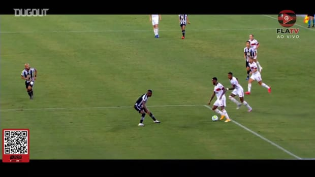 Éverton Ribeiro scores Flamengo's winning goal against Botafogo