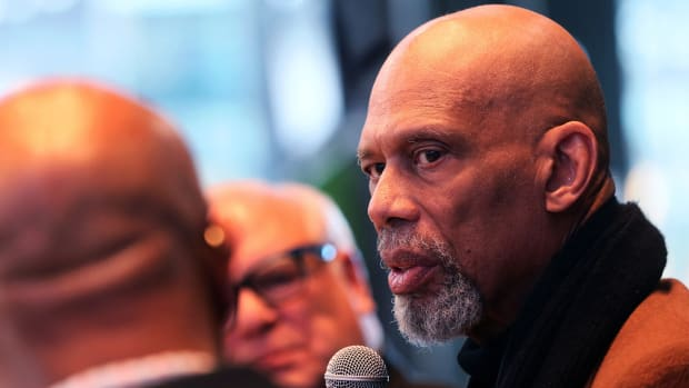 "Kareem Abdul-Jabbar, right, talks with Grady Crosby, left, and Jim Paschke, center, at the ""Diversity and Inclusion Conversation"" at the MECCA Sports Bar and Grill."