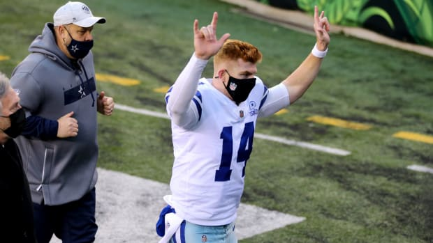 Dallas Cowboys quarterback Andy Dalton (14) recognizes the crowd as he runs off the field at the conclusion of a Week 14 NFL football game against the Cincinnati Bengals, Sunday, Dec. 13, 2020, at Paul Brown Stadium in Cincinnati. The Dallas Cowboys won, 30-7. Dallas Cowboys At Cincinnati Bengals Dec 13