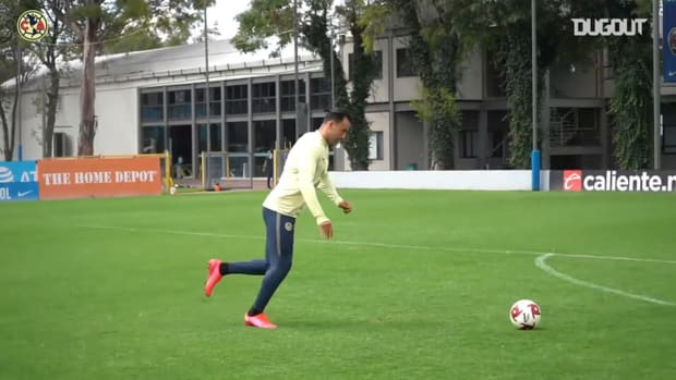 Great saves from Club América goalkeepers in training