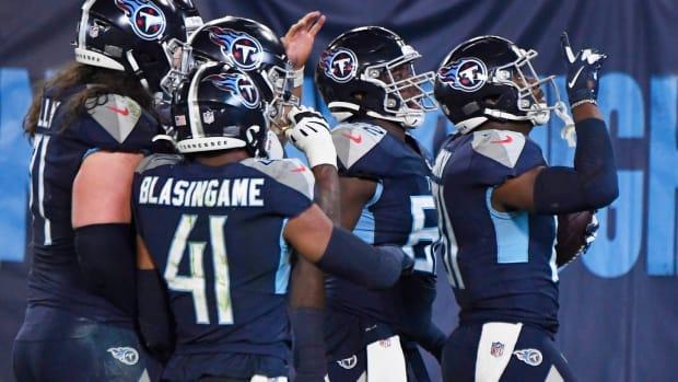 Tennessee Titans tight end Jonnu Smith (81) celebrates his touchdown with teammates during the second quarter at Nissan Stadium Thursday, Nov. 12, 2020 in Nashville, Tenn.