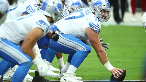 Detroit Lions offensive guard Frank Ragnow (77) against the Arizona Cardinals in the first quarter at State Farm Stadium.
