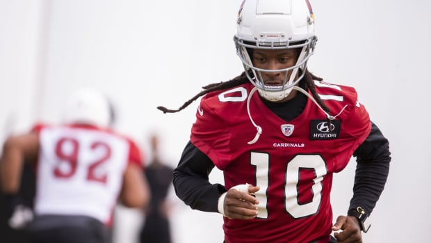 Arizona Cardinals wide receiver DeAndre Hopkins (10) warms up during practice on Sept. 11, 2020, at Dignity Health Arizona Cardinals Training Center in Tempe, Ariz.
