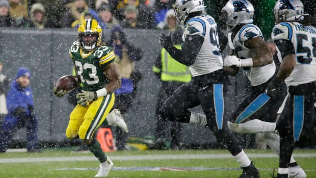 pi-wi-packers-panthers-aaron-jones-snow-111119