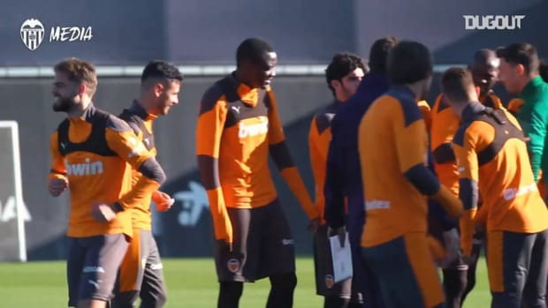 Valencia get ready for their game vs Barcelona