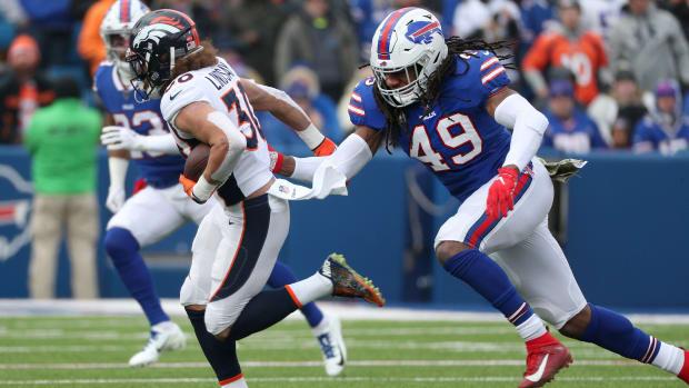 Bills linebacker Tremaine Edmunds (49) closes in on Denver running back Phillip Lindsay.
