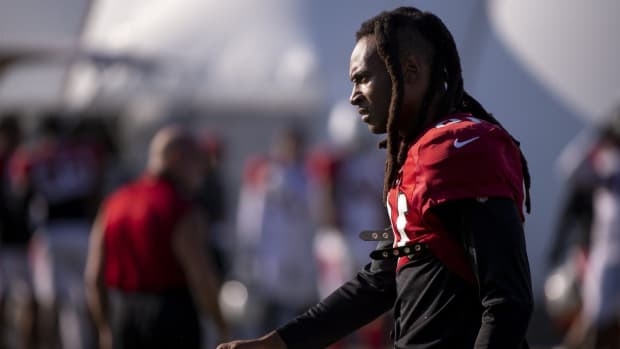 Arizona Cardinals wide receiver DeAndre Hopkins (10) walks to stretch during practice on Sept. 24, 2020, at Dignity Health Arizona Cardinals Training Center in Tempe, Ariz.