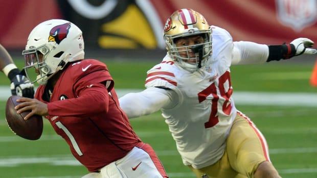 Arizona Cardinals quarterback Kyler Murray (1) runs by San Francisco 49ers defensive end Jordan Willis (78) during the first half at State Farm Stadium.