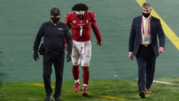 Arizona Cardinals quarterback Kyler Murray (1) leaves the field after being inured against the San Francisco 49ers during the second half at State Farm Stadium.