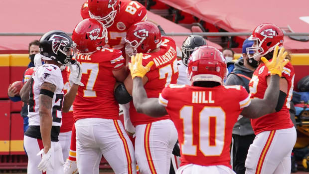 Dec 27, 2020; Kansas City, MO, USA; Kansas City Chiefs tight end Travis Kelce (87) celebrates with teammates after scoring a touchdown against the Atlanta Falcons in the first half of a NFL game at Arrowhead Stadium. Mandatory Credit: Denny Medley-USA TODAY Sports