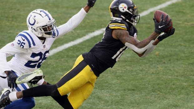 Pittsburgh Steelers wide receiver Diontae Johnson catches a touchdown pass in Sunday's 28-24 comeback win over the Indianapolis Colts at Heinz Field.