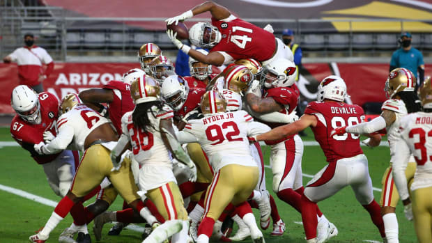 Arizona Cardinals running back Kenyan Drake (41) dives for a touchdown against the San Francisco 49ers in the second half at State Farm Stadium.