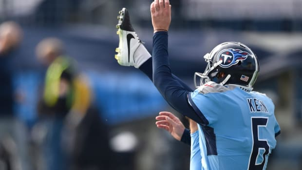 Tennessee Titans punter Brett Kern (6) warms up before the game against the Cleveland Browns at Nissan Stadium Sunday, Dec. 6, 2020 in Nashville, Tenn.