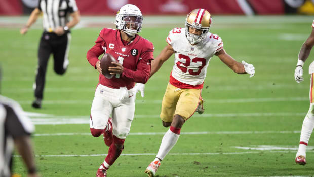 Arizona Cardinals quarterback Kyler Murray (1) runs against the San Francisco 49ers in the fourth quarter at State Farm Stadium.