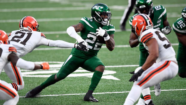 Jets RB La'Mical Perine running against Cleveland Browns