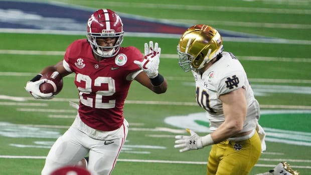 Alabama's Najee Harris runs vs. Notre Dame