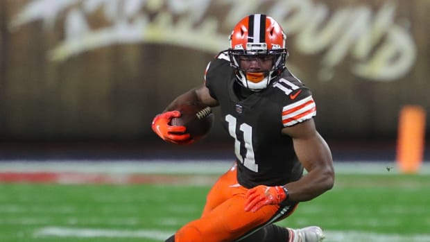 Cleveland Browns wide receiver Donovan Peoples-Jones (11) cuts across the field after a reception during the first half of an NFL football game against the Baltimore Ravens, Monday, Dec. 14, 2020, in Cleveland, Ohio. [Jeff Lange/Beacon Journal] Browns 8 1