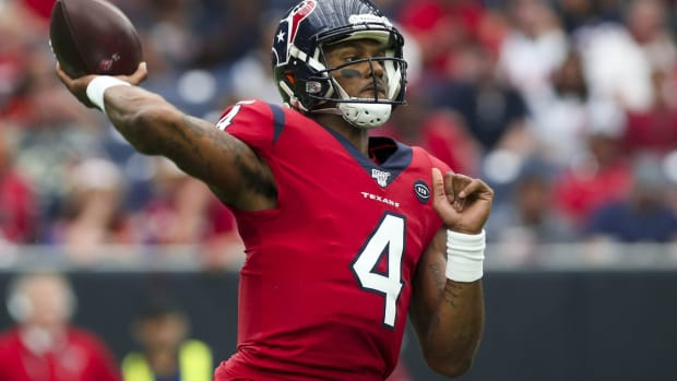 Houston Texans quarterback Deshaun Watson (4) sets up to throw during the second quarter against the Denver Broncos at NRG Stadium.