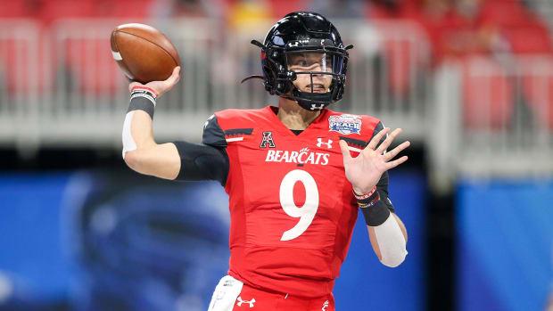 Quarterback Desmond Ridder is returning to Cincinnati for the 2021 season.