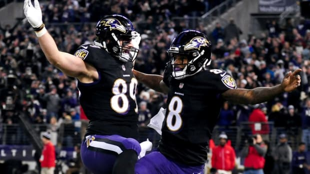 Baltimore Ravens quarterback Lamar Jackson (8) celebrates with tight end Mark Andrews (89) after scoring a touchdown in the second quarter against the Cleveland Browns at M&T Bank Stadium.
