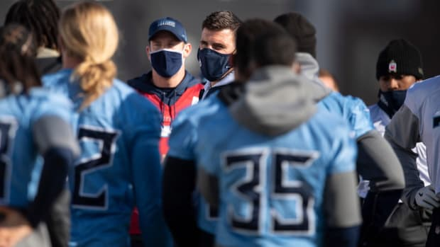 Tennessee Titans head coach Mike Vrabel talks with his players during practice at Saint Thomas Sports Park Wednesday, Jan. 6, 2021 in Nashville, Tenn.