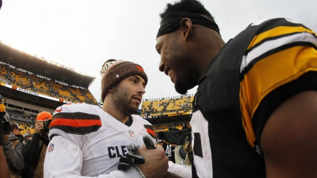 Oct 28, 2018; Pittsburgh, PA, USA; Cleveland Browns quarterback Baker Mayfield (6) and Pittsburgh Steelers wide receiver JuJu Smith-Schuster (19) shake hands after their game at Heinz Field. The Steelers won 33-18. Mandatory Credit: Charles LeClaire-USA TODAY Sports