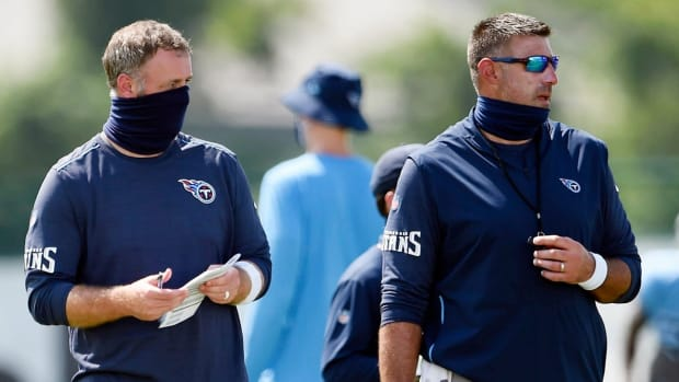 Tennessee Titans outside linebackers coach Shane Bowen, left, and head coach Mike Vrabelon on Aug. 24, 2020, in Nashville, Tenn.