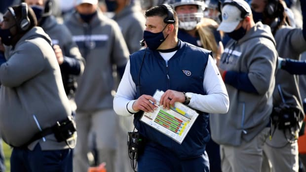 Tennessee Titans head coach Mike Vrabel on the sidelines during the Tennessee Titans game against the Baltimore Ravens in Nashville on January 10, 2021.