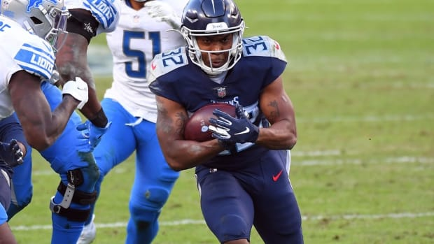 Tennessee Titans running back Darrynton Evans (32) runs for a short gain during the second half against the Detroit Lions at Nissan Stadium.