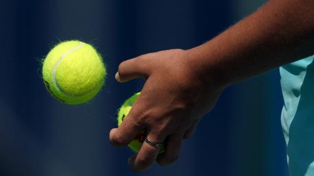 mailbag-tennis-balls-general