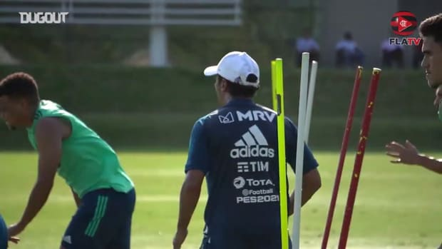 After injury, Diego Alves returns to training at Flamengo