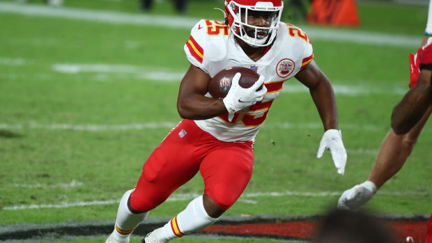 Nov 29, 2020; Tampa, Florida, USA; Kansas City Chiefs running back Clyde Edwards-Helaire (25) runs the ball against the Tampa Bay Buccaneers during the second half at Raymond James Stadium. Mandatory Credit: Kim Klement-USA TODAY Sports