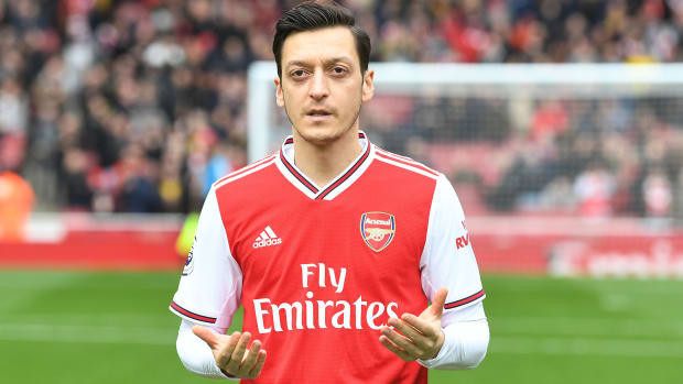 Mesut Ozil leaves Arsenal for Fenerbahce