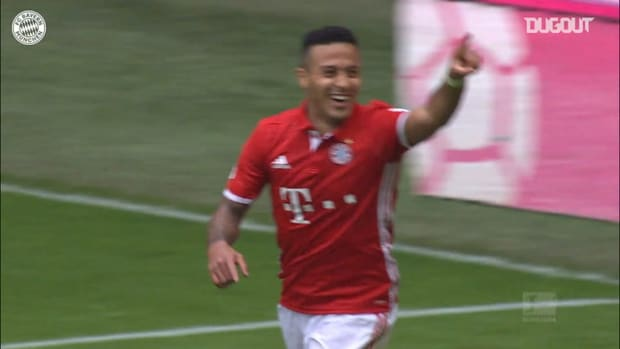 Robert Lewandowski's backheel assist for Thiago vs Augsburg