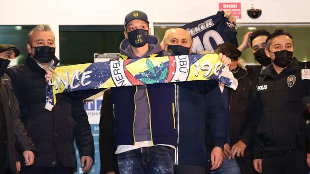 Mesut-Ozil-Arsenal-Fenerbahce