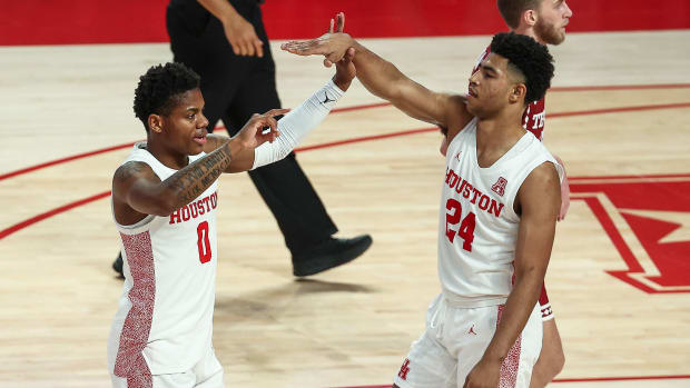 Houston's Marcus Sasser and Quentin Grimes high five