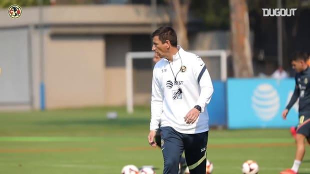 Club América pay homage to José Alves Zague before training