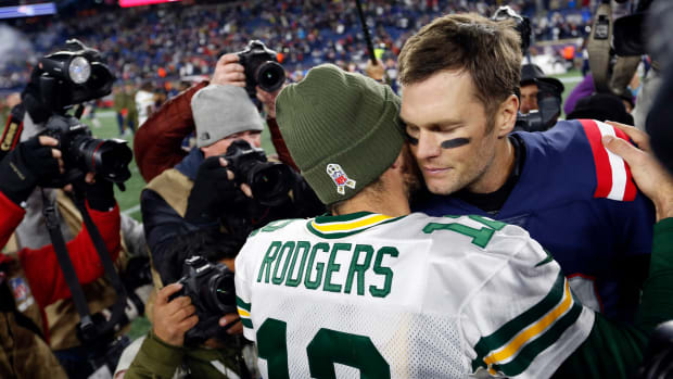 Aaron Rodgers and Tom Brady embrace after Patriots victory over Packers in 2018