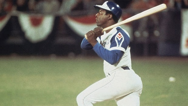 Hank Aaron hits his 715 home run