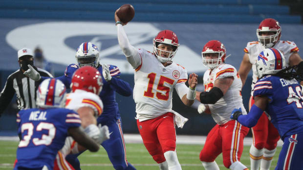 Chiefs quarterback Patrick Mahomes is pressured but still makes an off-balance throw in a 26-17 win over the Bills. Mahomes threw for 225 yards and two touchdowns. Jg 101920 Bills 7 © JAMIE GERMANO/ROCHESTER DEMOCRAT AND CHRONICLE via Imagn Content Services, LLC