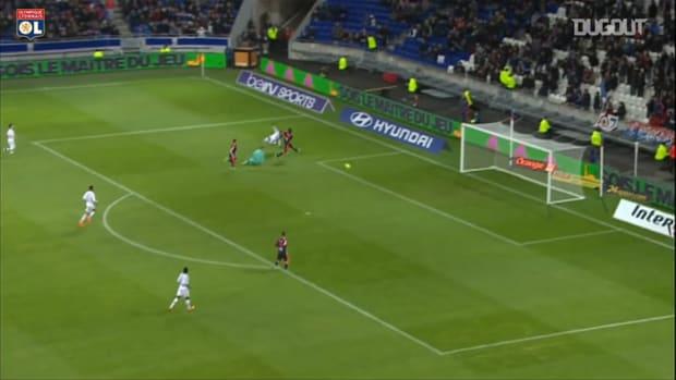Lacazette's brace helps Lyon to beat Bordeaux 3-0