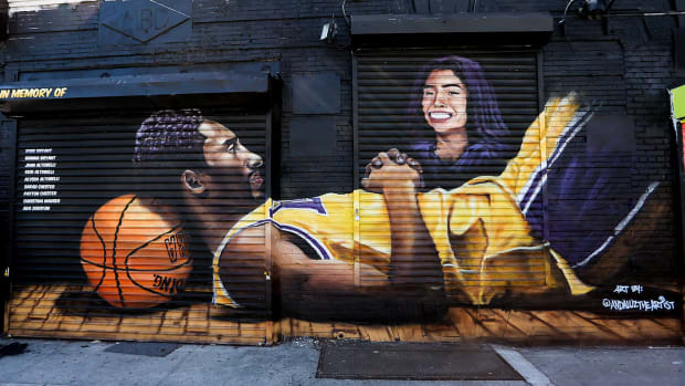 Many around the sports world paid tribute to Kobe Bryant on the one-year anniversary of his death.