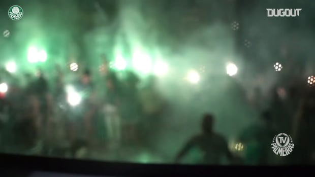 Palmeiras' fans welcome the players after the Libertadores title