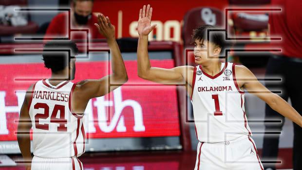 Oklahoma basketball players high five