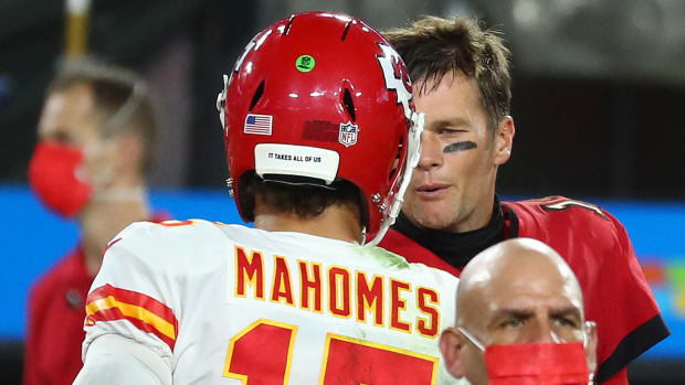Patrick Mahomes and Tom Brady are among the youngest quarterbacks to play in the Super Bowl during their careers.
